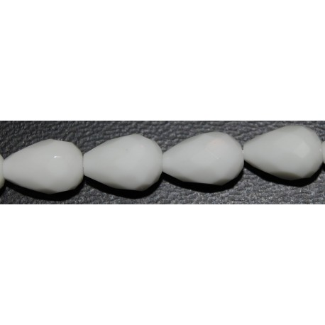 Onix blanco lágrima facetada 8*12 mm.