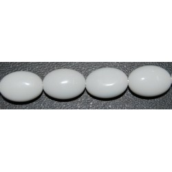 Onix blanco oval facetado 10*14 mm