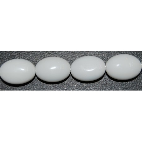Onix blanco oval facetado 10*14 mm