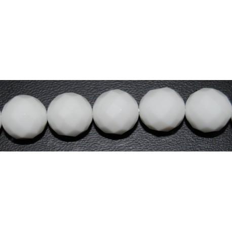 Onix blanco bola facetada 8 mm.
